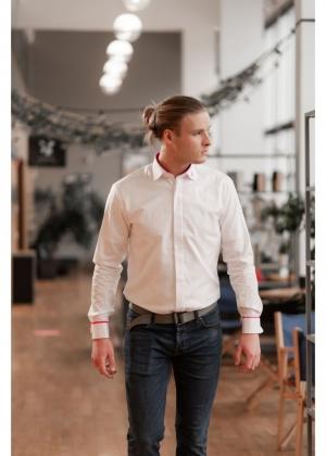 Meeste valge triiksärk roosade elementidega (Slim)